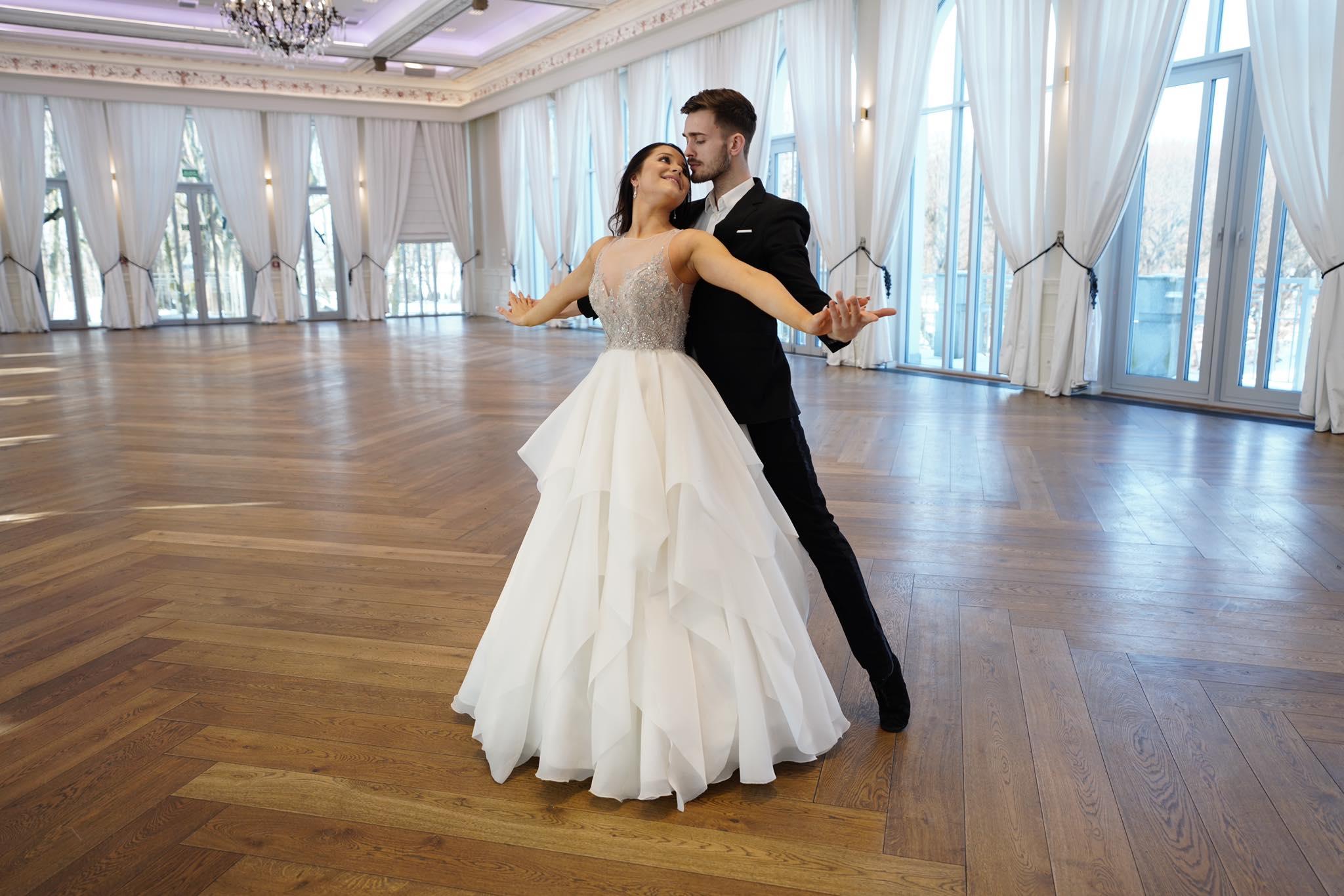 Poradnik Ślubny - Pierwszy Taniec w Sukni Ślubnej - Suknia ślubna na pierwszy taniec